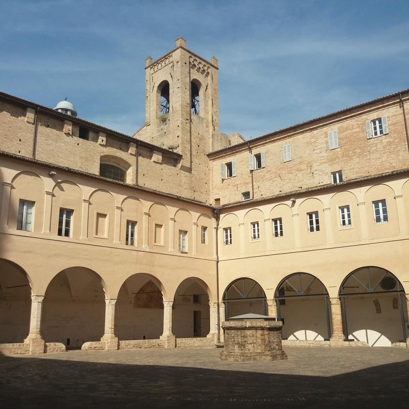 recanati vojagon giacomo leopardi piazza sabato del villaggio italy marche italia campus