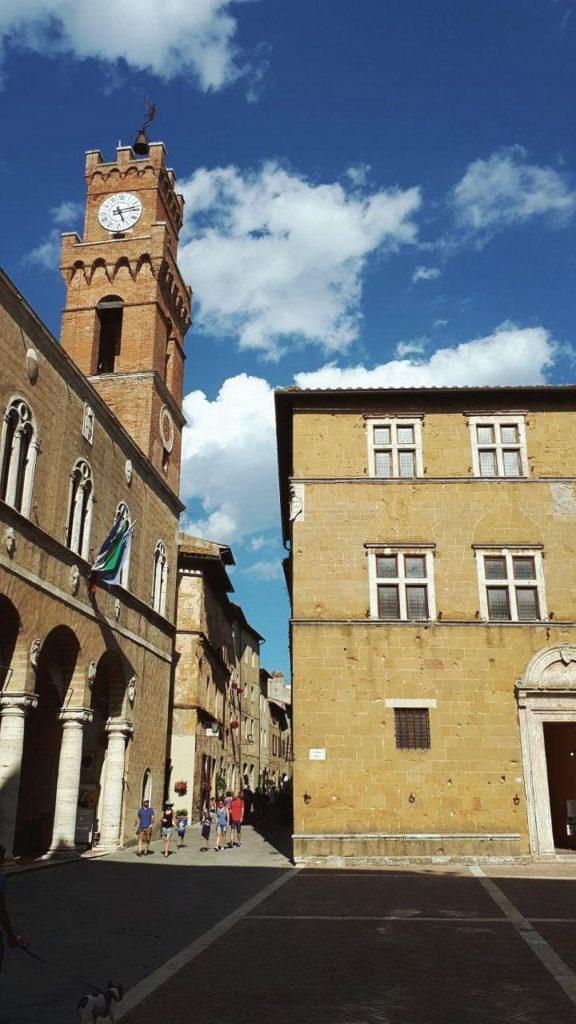 cosa vedere a pienza e dintorni vojagon piazza pio II palazzo piccolomini palazzo comunale palazzo vescovile
