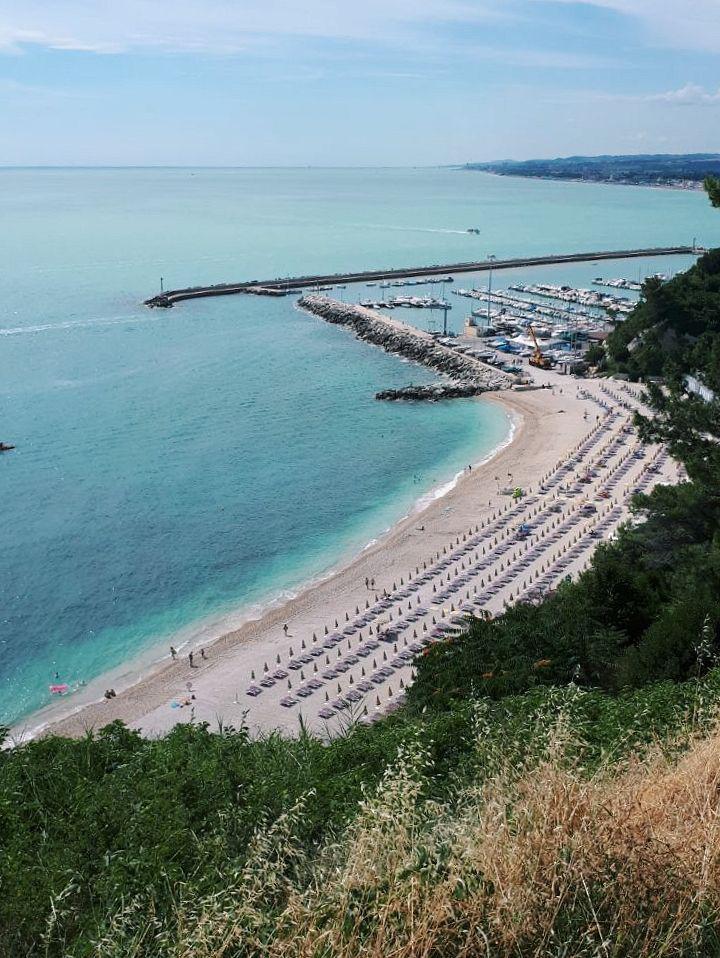 spiagge di numana alta porto di numana borgo di numana migliori spiagge riviera dle conero vojagon