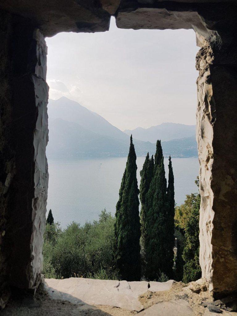 castello di vezio vojagon italy landscapes varenna