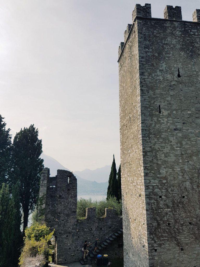 castello di vezio varenna lago di como vojagon
