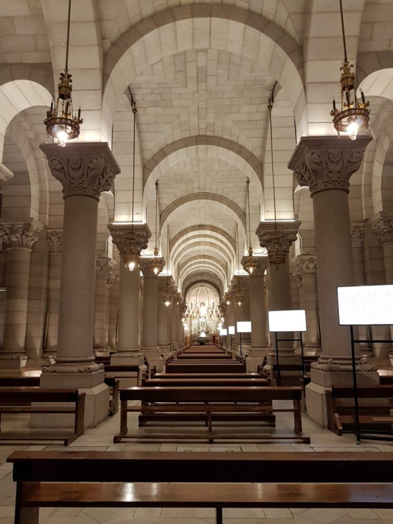 cripta de la catedral de la almudena madrid vojagon