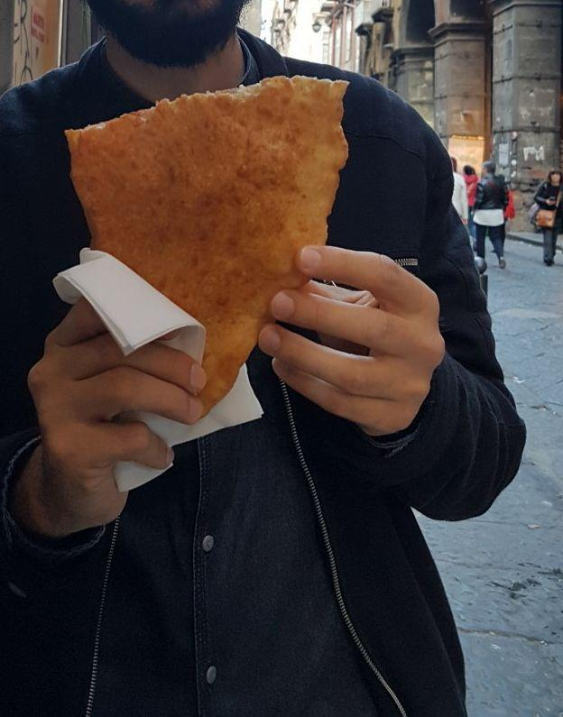 street food napoli pizza fritta vojagon
