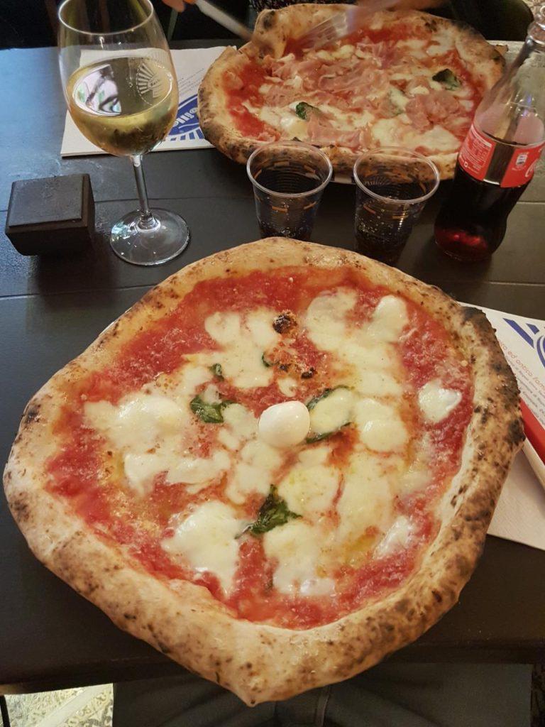 sorbillo pizza più buona del mondo cosa mangiare a napoli vojagon