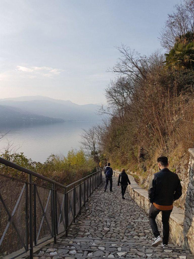 sentiero gradini Come arrivare all'Eremo di Santa Caterina del Sasso