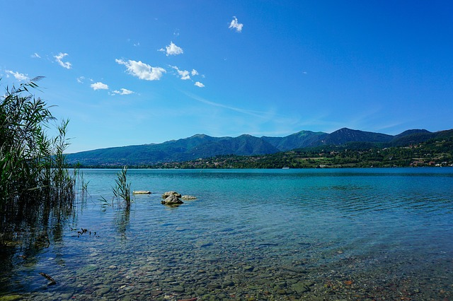 lago di pusiano - isola dei cipressi